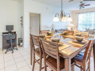 WINDSOR PALMS (8107CP) - GREAT 3BR 2BA Condo, 2 Master KING, gated Resort, close Disney, Four Corners