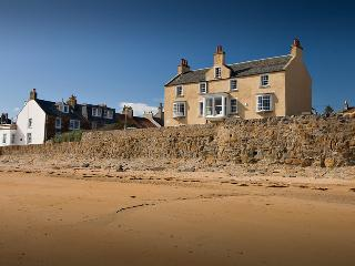 Beautiful beach house, sleeps up to 16 in Elie