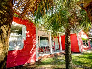 Large fun family beach house, 18P, ISLAND COTTAGE, Tybee Island