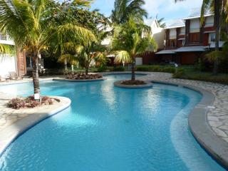 Villa 142m2 with pool only 30 meters to the beach - WIFI - AIRPORT TRANSFER FREE, Port Louis