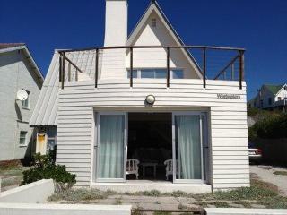 Easy seaside living in beach villa: Onrus
