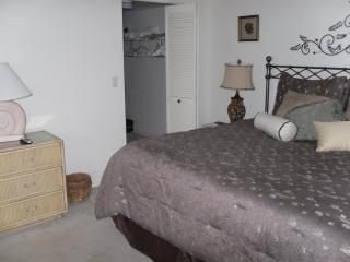 Naples, Fla., First floor, 2BR 2BA. two blocks to, Napels