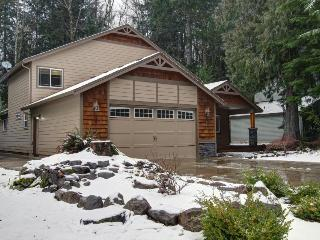 Large home w/ hot tub near golf, skiing, trails! Perfect for multi-family trips!