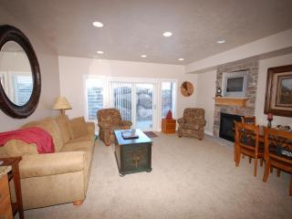 2 Bdrm Luxury Ski Condo- Best VALUE at Lakeside, Huntsville