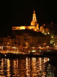 La vieille ville et la Basilique St Michel, de nuit