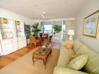 Fabulous Condo with View - #15 Harbour Heights 7MB, Seven Mile Beach