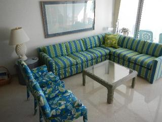 Stylish Condo - #25 Harbour Heights 7MB, Playa de Siete Millas