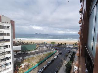 Spacious Three Bedroom Ipanema Beachfront Apartment with Ocean Views and Swimming Pool - #580, Rio de Janeiro