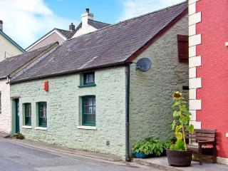 YR HEN EFAIL romantic retreat, woodburner, beams in Llandeilo Ref 28269