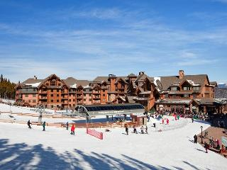 Grand Lodge on Peak 7 4BR Ski-in/out Breckenridge