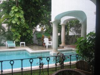 Elegante apartamento en una zona tranquila del edificio, piscina, Playa del Carmen