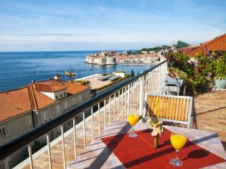 Mara's Paradise, Dubrovnik