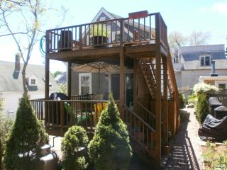 West End 3bdrm/2bath,Deck,Parking Bbq Grill and Washer/Dryer