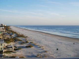 Beachfront Condo, beautiful views, walk to shops, New Smyrna Beach