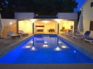 Holiday Home Daria - Duplex Five Bedroom Holiday House with Pool, Blato