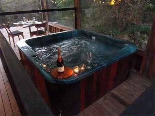 Saturna; private hot tub, Daylesford