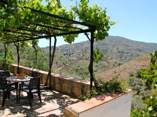 Beautifully renovated farmhouse with pool and BBQ, Competa