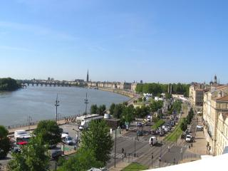 Historic center panoramic view, A/C, lift, parking, Bordeaux