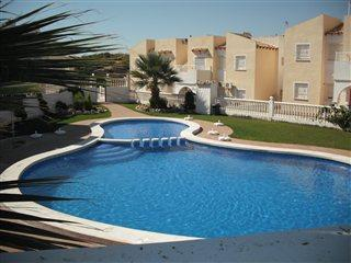 3 Bed House - Full AirCon + Communal Pool + Wi-Fi