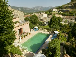 Maison Rose Apartment 2 (1 Bed) with Pool & WiFi, Cap d'Ail
