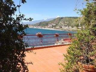Taormina ,Apartment on the Sea , Pool , Sicily