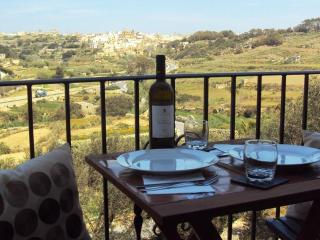 2 bedrooms, country view, free internet in Gozo, Munxar
