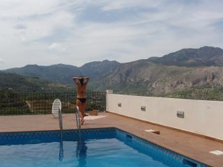 Apartment with outstanding mountain views in the Guadalest Valley