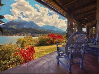 House on a volcano - amazing views!, Santiago Atitlan