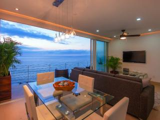 PRIVATE DECK JACUZZI|ROOF INFINITY POOL|BLOCK2BEACH|AMAPAS353|FULLOCEAN VIEW|GYM, Puerto Vallarta
