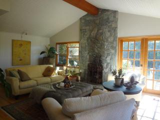 * SPACIOUS OCEAN/MTN VIEWS. SPRING/SUMMER  BEST RATE, VALUE & SPOT IN WEST VAN!