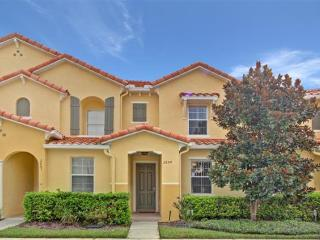 Fantastic location, 3 Bedroom Townhouse in Gated Resort, Kissimmee