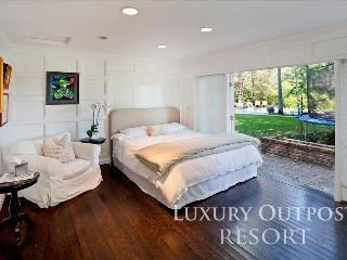 Luxury Outpost Resort, Los Angeles