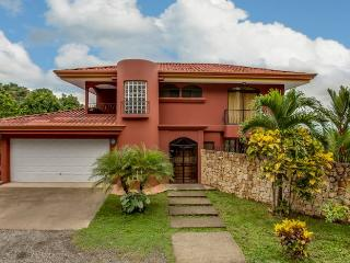 Casa Mirador-Fully a/c, Waterslide Pool & Views, Manuel Antonio National Park