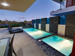 5* BEACH VIEW DUPLEX W/ PRIVATE POOL, JACUZZI & BREAKFAST CHEF SERVICE INCLUDED