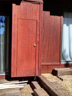 Exterior Keyed Ski Closet