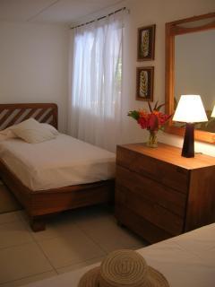 Bedroom 2 (2 twin beds)