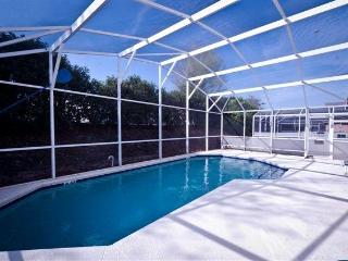 4 BEDR, 3 BATH WITH PRIVATE POOL, CLOSE TO DISNEY