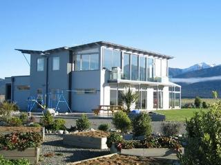 Te Anau Holiday Houses - Rainbow Lakeview House