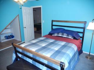 MASTER BEDROOM W/Queensized Bed