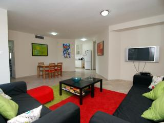 Hama'apilim - (by the beach) - Herzliya 2 Bed Apt, Herzlia