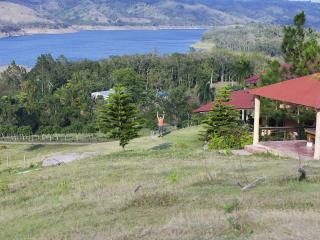 Caribbean Lake View Country Villa, B&B, Jarabacoa