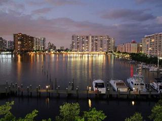 Standard and cozy apart 2 bedrooms Sunny Isles