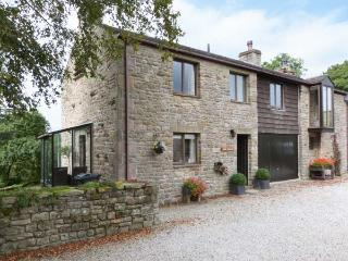 RIVER COTTAGE, woodburning stove, wonderful views in Bentham Ref 27222
