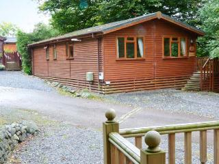 LAKESHAVEN detached lodge, close to Windermere, on-site pool in Troutbeck