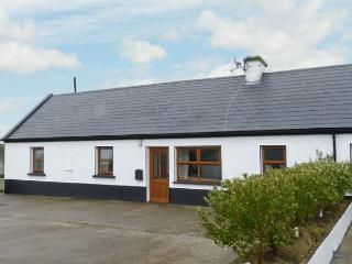 NO. 3 WHITE STRAND, traditional cottage, solid fuel stove, two minutes' walk to