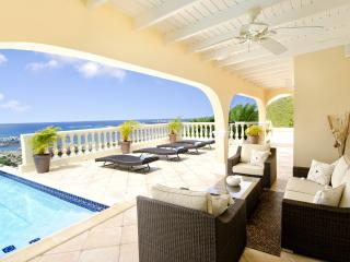 Huge Ocean Views, Ideal for Couples & Families, Pool, Short Drive to Beach & Restaurants, Cole Bay