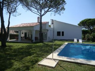 Villa with pool,10 min walk from Beatiful beaches, Aroche