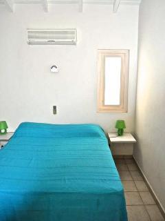 Alle drie slaapkamers zijn voorzien van airco en kledingkasten