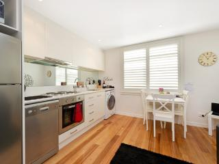 Position Perfect - Carlton Paris Style apartment, Melbourne