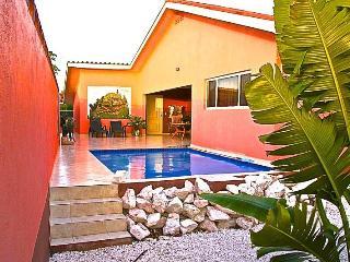 Villa Iguana, prive zwembad, huurauto, centraal, Sint Willibrordus